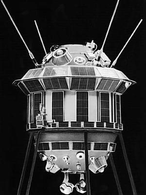 Автоматическая межпланетная станция «Луна-3».  7 октября 1959 года с него была получена первая фотография обратной стороны Луны.
