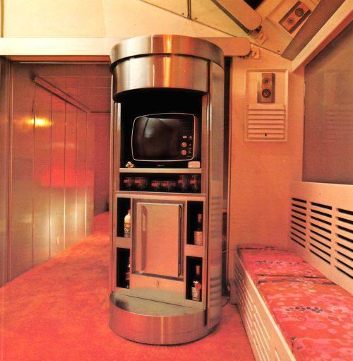 Концептуальный бар со встроенным телевизором. 60-е годы.